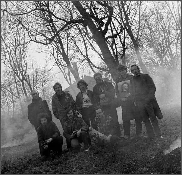 avtoportret-s-klubom-zerkalo-strel-na-1989