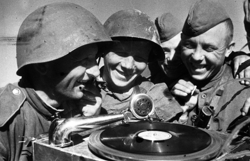 В. С. Тарасевич. «Минута затишья», Ленинградский фронт, 1944. РГАКФД