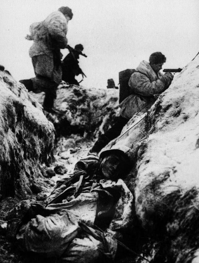 В. С. Тарасевич. Атака. Ленинградский фронт, 1943. РГАКФД